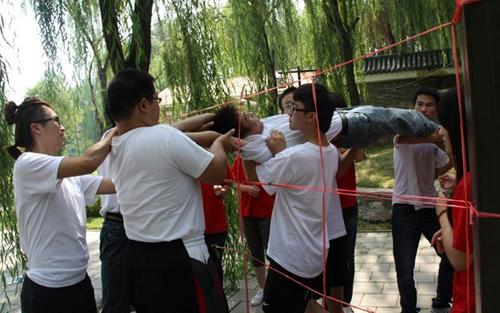 拓展训练有感 2011级6班 刘雨彤